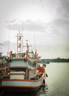 Free Fishing Boat Royalty Free Stock Photography - 29050147