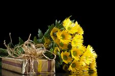 Free Yellow Chrysanthemums And Gift Box Royalty Free Stock Image - 29051416