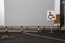 Free Handicapped Parking Sign Royalty Free Stock Images - 29061379
