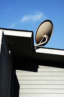 Free Satellite Dish Royalty Free Stock Images - 29066639