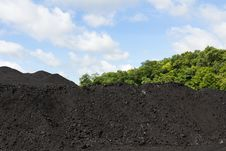Free Stockpile Of Coal Royalty Free Stock Photos - 29066928