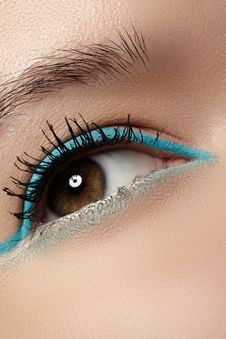 Free Cosmetics, Macro Eye Make-up. Fashion Mint Liner Eyeshadows Stock Photography - 29078222