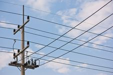Free Electric Pole And Cable Wiring Stock Images - 29085004