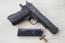 Free Pistol And Bullets Stock Photography - 29095172