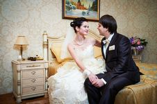 Free Handsome Bride And Groom In Bedroom Royalty Free Stock Photos - 29099678