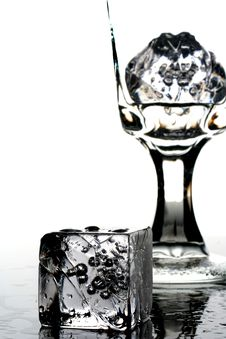 Free Ice Water With Cubes Royalty Free Stock Image - 2911636