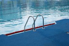 Free Ladder In Pool Royalty Free Stock Photography - 2915837