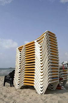 Free Plied Up Deckchair In Tel Aviv Stock Images - 2916484