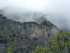 Free Mist Over Mountain Royalty Free Stock Image - 2916796
