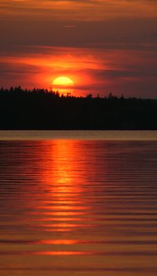 Free Red Sunset Over Sea Or Lake Royalty Free Stock Photo - 2919975
