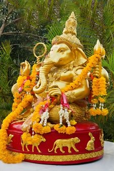 Free Lord Ganesha Statue Royalty Free Stock Photo - 29118185