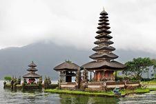 Free Ulun Danu Temple Stock Image - 29118731