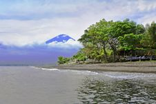 Free Agung Volcano Royalty Free Stock Photography - 29118737