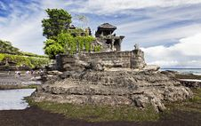 Free Tanah Lot Temple Royalty Free Stock Photo - 29118865