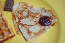 Free Heart-shaped Pancakes Stock Photography - 29120562