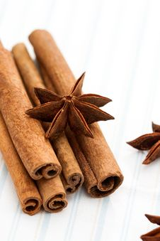 Star Anise With Cinnamon Sticks Royalty Free Stock Photos