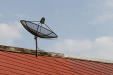 Free Satellite Dish Antenna Stock Image - 29153711