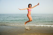 Free Woman With Beautiful Body Jumping In A Tropical Beach Stock Photo - 29155160
