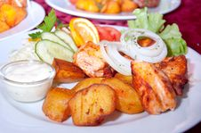 Free Grilled Chicken Steak, Baked Potatoes And Vegetables Royalty Free Stock Image - 29158686