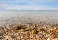 Free Rock Beach At Ta-Lu Island Royalty Free Stock Images - 29159639
