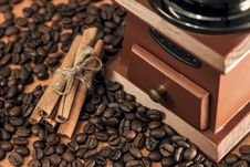 Free Coffee Mill With Cinnamon Sticks Royalty Free Stock Photography - 29164707