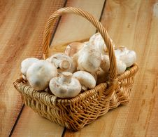 Free Basket With Champignons Royalty Free Stock Photos - 29175828