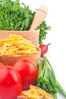 Free Pasta In Bowl And Vegetable Stock Photo - 29183920
