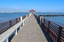 Free Riverfront Pavilion Royalty Free Stock Photos - 29188908