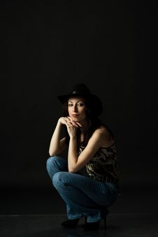 Free Pretty Woman In Black Hat In Studio Royalty Free Stock Photos - 29193338