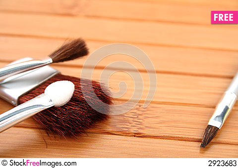 Free Makeup Brushes On Wood Stock Photos - 2923683