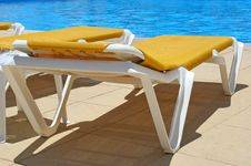 Pool Sunbeds Closeup Royalty Free Stock Photography