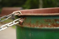 Free Chained Rusty Garbage Can Royalty Free Stock Photos - 29214618
