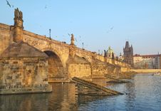 Free Charles Bridge And Vltava River In Prague Royalty Free Stock Images - 29225759