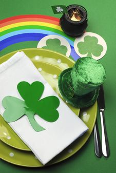Free St Patricks Day Party Table Setting - Vertical Royalty Free Stock Photos - 29229708