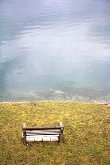 Free Bench On The Lake Royalty Free Stock Photography - 29230717