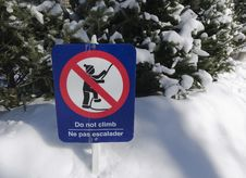 Free Do Not Climb Sign For Children Stock Photo - 29242450