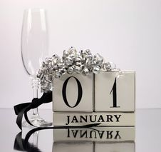 Free White Theme Save The Date With A Happy New Year, January 1 Stock Image - 29252421