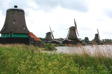 Free Dutch Windmills Royalty Free Stock Photography - 29261517