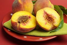 Free Plate Of Delicious Fresh Summer Peaches Fruit Stock Photos - 29263093