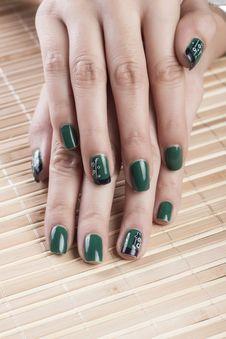 Free Green Nail Polish Royalty Free Stock Photos - 29263998