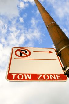 Free Tow Zone Sign Royalty Free Stock Image - 2932576