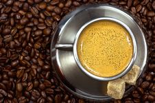 Free Cup Of Coffee In A Pile Of Cof Royalty Free Stock Photography - 2932847