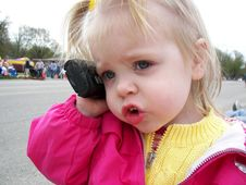 Free Little Girl On Cell Phone Stock Photography - 2936302