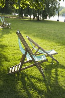 Free Folding Chairs At The Park Stock Images - 2938304