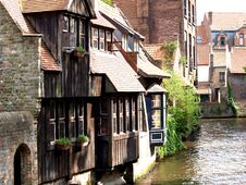 Free Channels, Boat And Houses Of Bruges. Royalty Free Stock Photo - 29305755