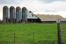 Free Rundown Dairy Farm In Rural Washington Stock Photography - 29310502