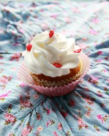 Free Vintage Cupcake On The Window Stock Images - 29326154