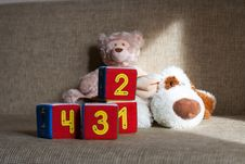 Free Teddy Bear And Cubes With Number Royalty Free Stock Photos - 29370338