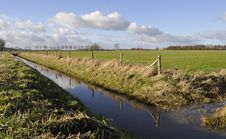 Free Dutch Ditch In A Grass-land Royalty Free Stock Images - 29380069