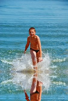 Free A Boy Running In Water Royalty Free Stock Photo - 2940445